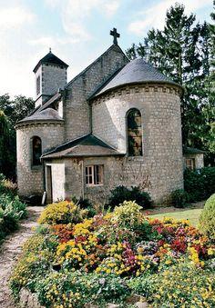 Prieuré St Ortaire · Office de Tourisme de La Ferté-Macé Architecture Unique, Le Havre, Normandy, Medieval, France, House Styles, Home, Decor, Horse Farms