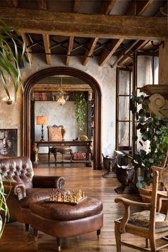 Ο αρχιτέκτονας δημιούργησε ένα loft με σκοπό να καθρεφτίσει την αρρενωπότητα και την αγριάδα του Μπάτλερ, σπάζοντας τη μονοτονία με θηλυκά στοιχεία.