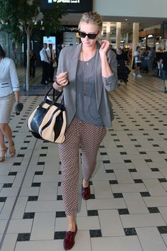 MARIA SHARAPOVA'S PERFECT BOYISH LUXE AIRPORT LOOK. The tennis star strolled through Brisbane InternationalAirport in a relaxed-luxelook of pyjama-print pants, loose grey separates, oxblood flat brogues, a Chloé two-tone Alice toteand Prada cat-eye sunglasses.