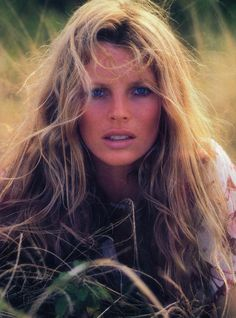 Film Never Say Never Again character Domino Petachi, actress Kim Basinger, born America age 30 in year of film's release. Kim Basinger, Most Beautiful Women, Beautiful People, Actrices Hollywood, Brigitte Bardot, Up Girl, Classic Beauty, Belle Photo, Beautiful Actresses