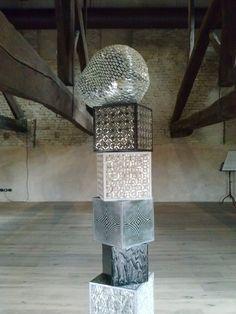 """%, opera di Dusciana Bravura, installazione presentata presso il Teatro Almagià in occasione di """"Ravenna Mosaico"""" edizione 2009."""