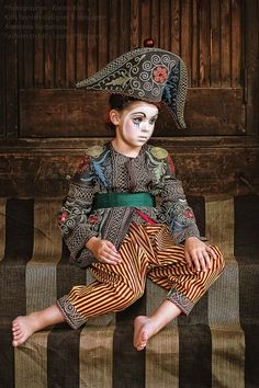 Vintage Circus Costume, Vintage Clown, Pierrot Clown, Theatre Costumes, Dress Up Costumes, Kids Fashion, Fashion Design, Fashion Stylist, Vintage Children