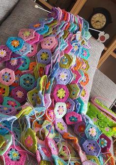 Transcendent Crochet a Solid Granny Square Ideas. Inconceivable Crochet a Solid Granny Square Ideas. Motifs Granny Square, Crochet Motifs, Granny Square Crochet Pattern, Crochet Squares, Crochet Blanket Patterns, Crochet Stitches, Granny Squares, Beau Crochet, Crochet Diy