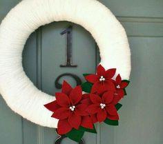 Yarn Wreath Felt Handmade Holiday Decoration by ItzFitz on Etsy White styrofoam premade wreath wrapped in your favorite twine or fabric! I think I found my next craft project!Yarn wreath with felt poinsettias.Pop Culture And Fashion Magic: 10 easy DI Felt Wreath, Wreath Crafts, Diy Wreath, Poinsettia Wreath, Wreath Ideas, Small Wreath, Christmas Projects, Christmas Holidays, Christmas Ornaments
