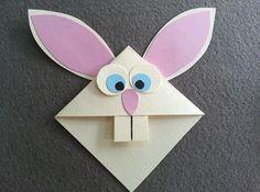 Veja passo a passo como fazer um marcador de página lindo em formato de coelho. Esse é um artesanato muito fácil que pode ser feito por crianças.