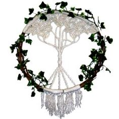 The Natural Wreath features a unique Double Half Hitch pattern.