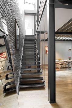 """Escalier Design, Marches en acier """"flottantes"""", Cablerie"""