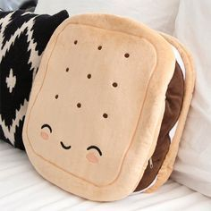 S'mores Pillow Warmer - Always Room for S'mores. Make these your new warming pillow companions. so adorable. looking at this site makes me want to redo my room with lolita/kawaii EVERYWHERE! Food Pillows, Cute Pillows, Diy Pillows, Cushions, Sewing Pillows, Pillow Ideas, Decorative Pillows, Diy Kawaii, Kawaii Room