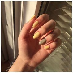 trendy yellow nail art designs to make you stunning in summer 1 Classy Nails, Cute Nails, Pretty Nails, Winter Nails, Summer Nails, Hair And Nails, My Nails, Yellow Nail Art, Nail Polish