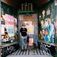 Marjorie et son chandail La Montréalaise atelier #modeMtl Montreal, Times Square, Ootd, Painting, Travel, Atelier, Voyage, Painting Art, Paintings