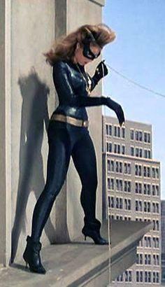 Julie Newmar as Catwoman getting ready to use up her seventh life. Batman Tv Show, Batman Tv Series, Batman Y Robin, Batman 1966, Julie Newmar, Bob Kane, Original Catwoman, James Gordon, Dc Comics