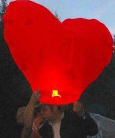 A kívánság lampion minden ünnep fényét és meghittségét emeli, legyen szó eljegyzésről, születésnapról, esküvőről, megnyitóról vagy akár céges rendezvényről. A lampion reptetése tartalmas és felejthetetlen családi program kicsiknek és nagyoknak egyaránt. Házhoz szállítás az ország bármely pontjára, akár 1. nap alatt is. www.latvanypont.hupont.hu Telefon: (30) 863-0775 KÉRLEK, OSZD MEG!