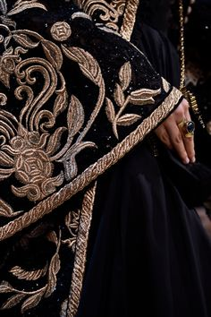 A closer look at the details of the ELIE SAAB Haute Couture Autumn Winter Show Elie Saab, The Grisha Trilogy, Or Noir, Markova, Fashion Details, Fashion Design, Couture Details, My Sun And Stars, Lesage