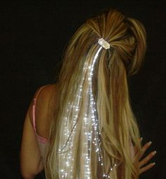 Fiber Optic Hair Lights These battery operated fiber optic LED lights clip into your hair for a dazzling visual effect. Light Hair, Dark Hair, White Hair, Hair Lights, Blue Hair, Cute Hairstyles, Wedding Hairstyles, Stylish Hairstyles, Hairdos