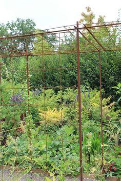 s 39 am nager un espace pour plantes grimpantes avec du fer b ton et treillis soud jardinage. Black Bedroom Furniture Sets. Home Design Ideas