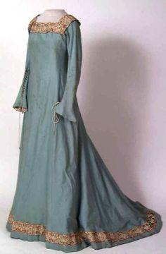 English Medieval Clothing |