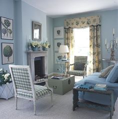 BLUE AND WHITE: Traditional meets Country Living Room
