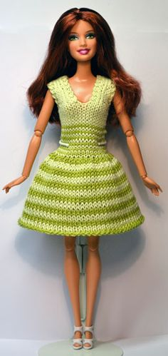 I am going to show step by ste Barbie Knitting Patterns, Knitting Dolls Clothes, Barbie Clothes Patterns, Crochet Barbie Clothes, Clothing Patterns, Dress Barbie, Crochet Short Dresses, Accessoires Barbie, Barbie Wardrobe
