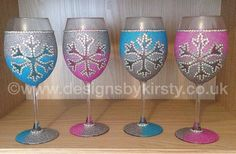 *** The cut off for guaranteed Christmas delivery has passed, this item WONT be received before Christmas *** Set of Eight Ombre Glitter Snowflake Single Wine Glass,  please use the note to seller box to advise of your choices of colours available in blue, pink and lilac.Need a gift box?  They can be found under the gift box category on the left hand side.
