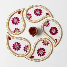 red kundan rangoli design for diwali Rangoli Designs Flower, Rangoli Ideas, Rangoli Designs Diwali, Rangoli Designs Images, Diwali Decoration Items, Thali Decoration Ideas, Flower Decorations, Bead Embroidery Patterns, Beaded Embroidery