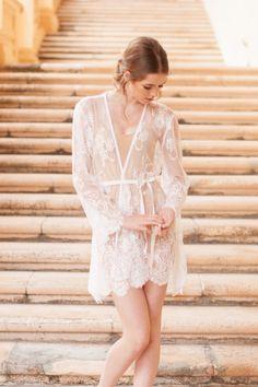 He encontrado este interesante anuncio de Etsy en https://www.etsy.com/es/listing/221298665/pour-le-boudoir-lace-robe-in-off-white
