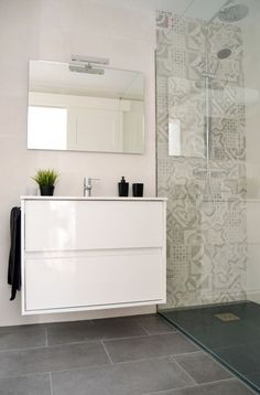 30 Best Classic Glass Block Shower Layout - Page 30 of 30 - Farhah Decor Small Bathroom Vanities, Bathroom Toilets, Laundry In Bathroom, Bathroom Renos, Bathroom Layout, Bathroom Interior, Modern Bathroom, Interior Design Living Room, Contemporary Bathrooms