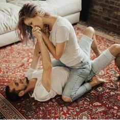 Your sex horoscope is in for this Valentines Day. Cute Couples Kissing, Cute Couples Photos, Cute Couples Goals, Couples In Love, Wedding Couple Poses Photography, Couple Photoshoot Poses, Couple Posing, Calin Couple, Shooting Couple