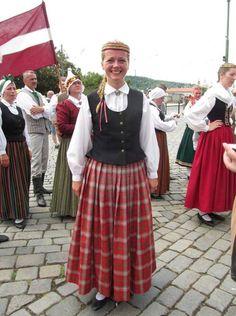 Krustpils. Apparently the border between Vidzeme and Latgale. (Folk dance ensemble Katlakalns.) - Marmota's Dress Diaries: Latvian folk costumes in Prague