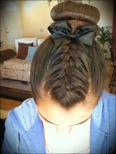 This look is perfect for a gymnast: Related Post Gymnastics hair and make-up? I really like that 1 But no bow just scrunchie Gymnastics hair. Dance Hairstyles, Pretty Hairstyles, Braided Hairstyles, Gymnastics Hairstyles, Cute Cheer Hairstyles, Bun Updo, Style Hairstyle, Hairdos, Hairstyles Haircuts