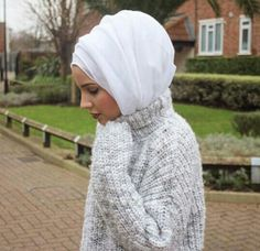 Love the way she had her Hijab wrapped! I must try this -Khalida