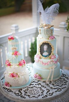 Vintage Cakes - two very charming examples a vintage-style wedding cakes from CakeCentral.                                                                                                                                                      Más