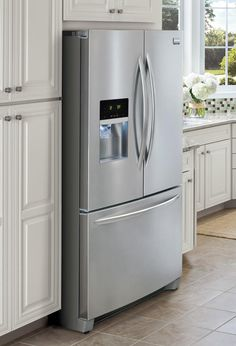 27.8 cu.ft. French Door Refrigerator With SpillSafe Glass Shelves And Glide Drawers
