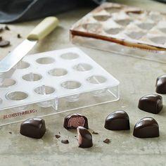 Mette Blomsterberg | Blomsterbergs sanselige univers - Sjokolader med bringebærtrøffel