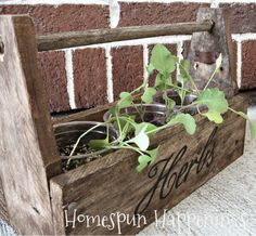 Homespun Happenings: Mini Tool Boxes from Pallets. Plus Other Small, Cute, Pallet Projects; Apple Ladders, Pallet Boxes, etc...gp