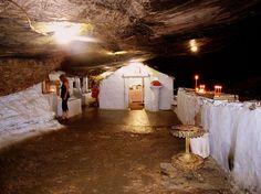Παναγία Σπηλιανή, Σάμος. Βορειοδυτικά του Πυθαγορείου, μέσα σε μια μεγάλη σπηλιά βρίσκεται ένα μικρό εκκλησάκι που είναι αφιερωμένο στα Εισόδια της Θεοτόκου. Υπάρχει μια αρχαία μαρμάρινη εικόνα της Παναγίας, της οποίας όμως δεν διακρίνεται η μορφή. Δίπλα στο εκκλησάκι υπάρχει Αγίασμα. Έξω από την σπηλιά υπάρχει εκκλησία αφιερωμένη στον Άγιο Γεώργιο και μερικά κελιά. Το μετόχι της Σπηλιανής ανήκει στο Μοναστήρι της Χοζοβιώτισσας της Αμοργού. Η Σπηλιανή λέγεται από τους ντόπιους και…