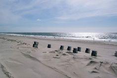 """Stefanie und und Volko aus Hamburg sind am liebsten im Norden unterwegs und bloggen darüber auf """"In der Nähe bleiben"""". Ihr Lieblingsplatz am Meer? List auf Sylt."""