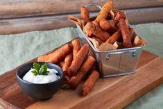 Parmezános sült krumplinudli fokhagymás tejföllel Naan, Chicken Wings, Food To Make, Carrots, Food And Drink, Snacks, Vegetables, Cooking, Kitchen