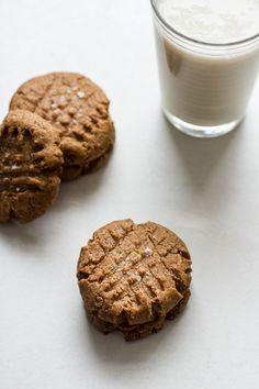 flourless maple cinnamon almond butter cookies | edibleperspective.com