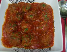 This is how we had meatballs at my house, not over spaghetti but over white rice. Large meatballs were simmered in a delicious tomato sauce. Cuban Recipes, Desert Recipes, Authentic Italian Meatballs, Cuban Cuisine, Ground Beef, Ground Turkey, White Rice, Spanish Food, Tomato Sauce