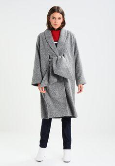 szary płaszcz na jesień Normcore, Style, Fashion, Swag, Moda, Fashion Styles, Fasion