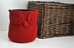 Red Owl Basket Crocheted Bin Yarn Holder por AandBDesignStudio