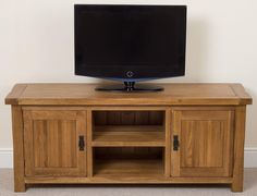 Cotswold Rustic Solid Oak Widescreen TV Cabinet The Cotswold tv/dvd cabinet offers ample storage for your widescreen entertainment system with an extra wide design providing huge amounts of surface space and heaps of storage underneath. Dresser Storage, Dresser Drawers, Media Unit, Tv Unit, Dvd Cabinets, Entertainment System, Home Look, Solid Oak, Surface