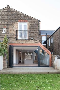 Modern windows and doors by homify modern Extension Veranda, House Extension Plans, House Extension Design, Extension Designs, Glass Extension, House Design, Terrace House Exterior, Victorian Terrace House, Victorian Homes