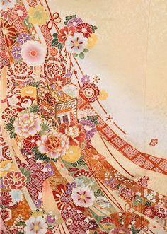 * 淡い黄色地に赤の鹿の子模様や御所車、優雅に流れる熨斗文様、暖色系の四季の花々が祝いの席に一際映える振袖です。