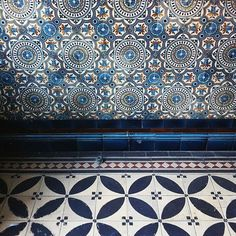 We love this combination of blue printed tiles.