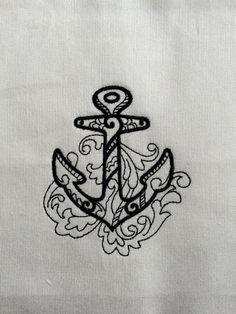 Putevar med nydelige broderte motiv, og monogrammer. Vi har også personlige servietter, badekåper, håndklær, og forklær med eget monogram til dåp, bryllup, hytten, båten etc. Skriv inn ønskede bokstaver og bestill direkte i vår nettbutikk.