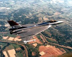 General Dynamics F-16XL, 1982