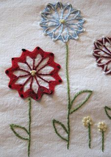Gumbo Lily: Ric-rac flowers embroidery tutorial....