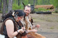Roolipeli kestää lauantai-illasta sunnuntai-aamuun, jolloin kivikauden kylä jää vain pelaajien käyttöön. Luuppi, Oulu (Finland)