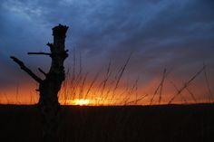 Wolken en ondergaande zon